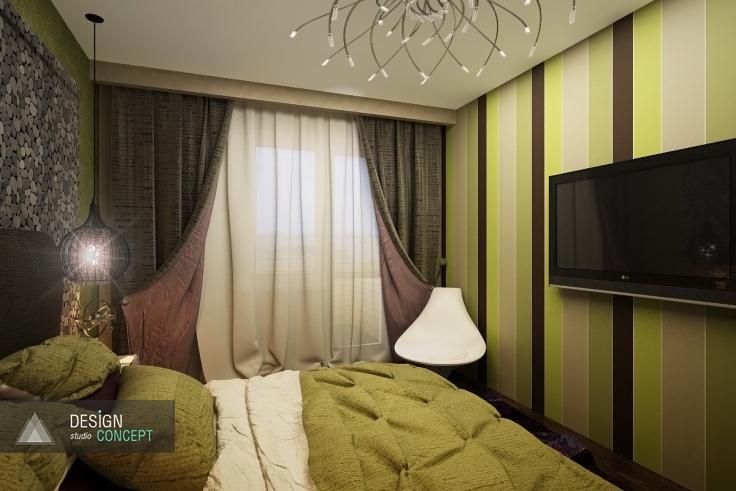 Правая стена спальни декорирована обоями в широкую вертикальную полоску