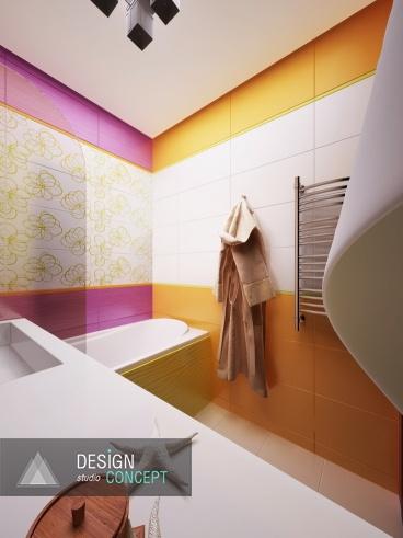 Одна из стен ванной декорирована белым и золотисто-жёлтым кафелем, другая — ярко-лиловым в сочетании с плиткой с рисунком